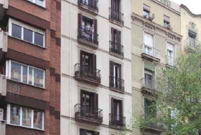 Bâtiment de plusieurs étages à vendre à Barcelone, près de la principale zone touristique